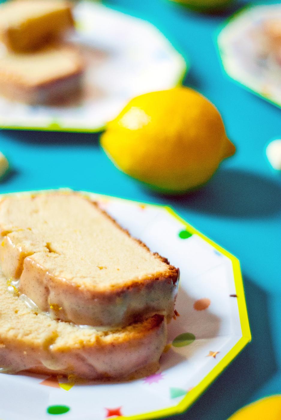 Lemon poundcake with white chocolate vanilla bean glaze | freckleandfair.com