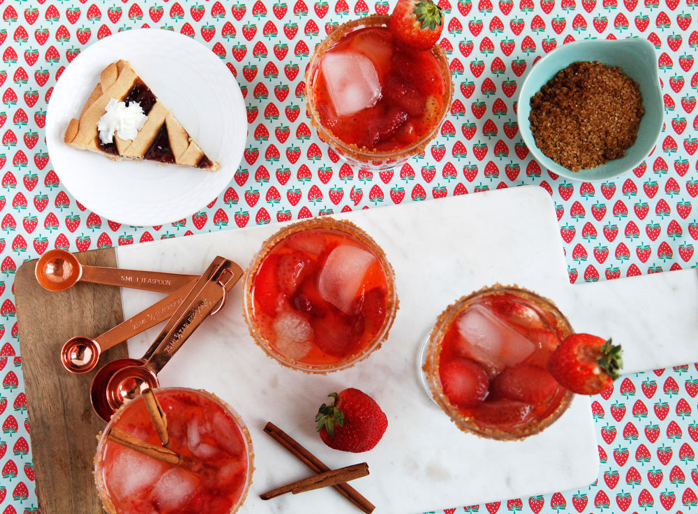 Strawberry rhubarb pie cocktail | freckleandfair.com