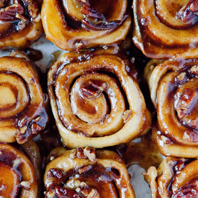 Caramel sticky pecan rolls | freckleandfair.com