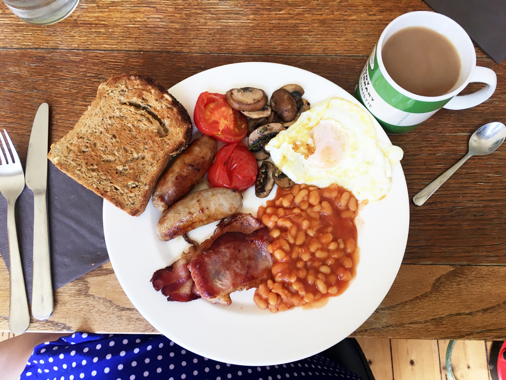 English breakfast —Fry-ups and freebies: Two days in London on the cheap | freckleandfair.com