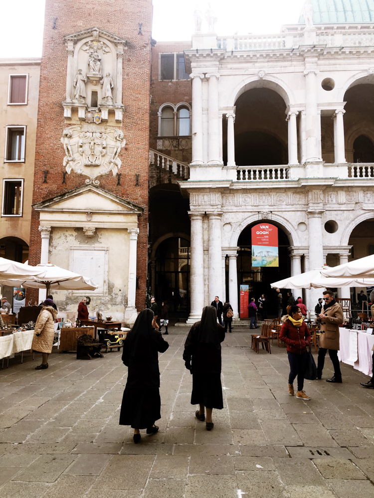 Antique stores and spots for souvenirs in Vicenza | www.freckleandfair.com