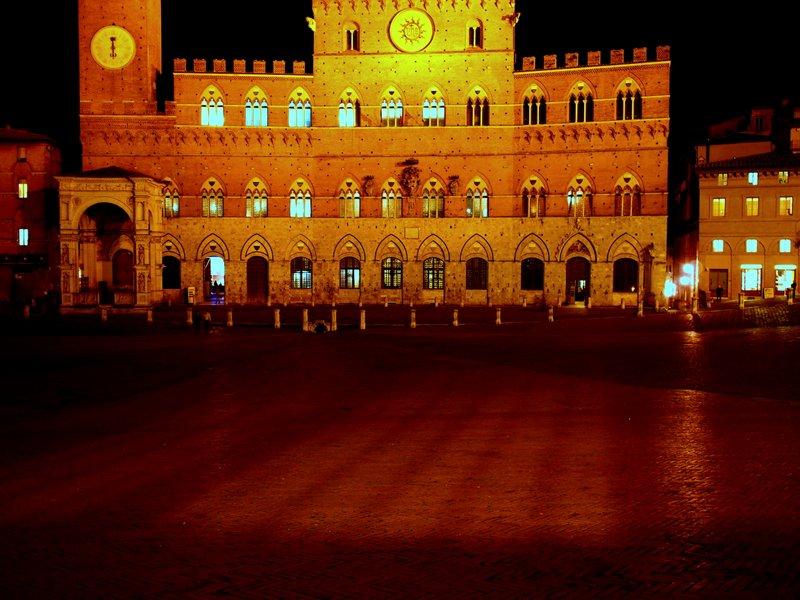 Piazza del Campo glowing after dark