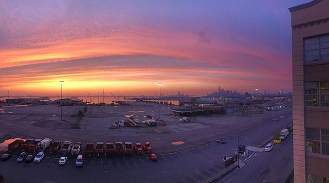 They don't call it Sunset Park for nothing! We can always count on a stunning sunset view over Manhattan from our studio at the end of each work day. ⛅️✨
