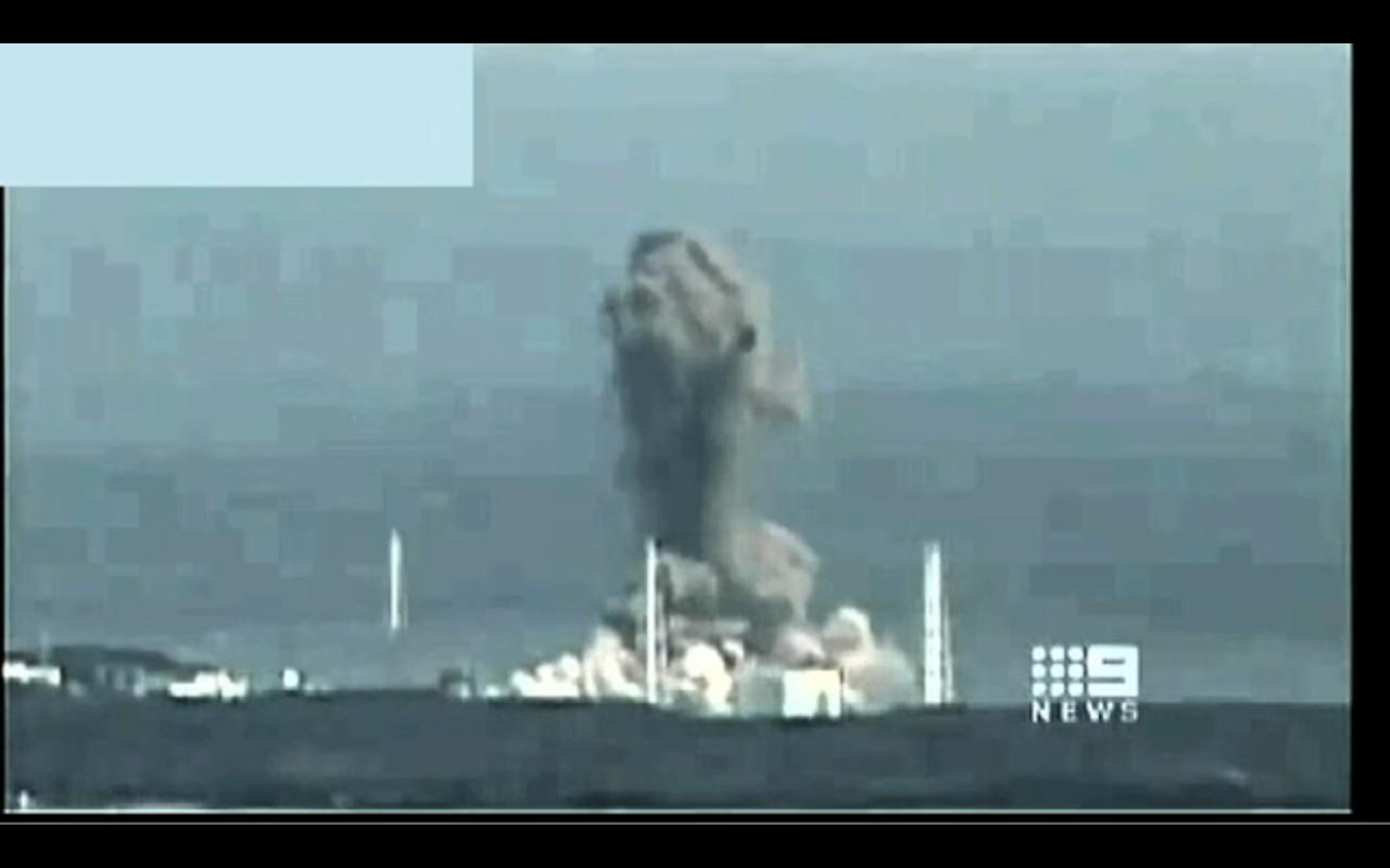 Arnie+Gundersen+Fairewinds+Fukushima+Reactor+3+Fuel+Pool+Explosion+Plutonium+Spread+Wide+www.RadioactiveChat.Blogspot.com.jpg
