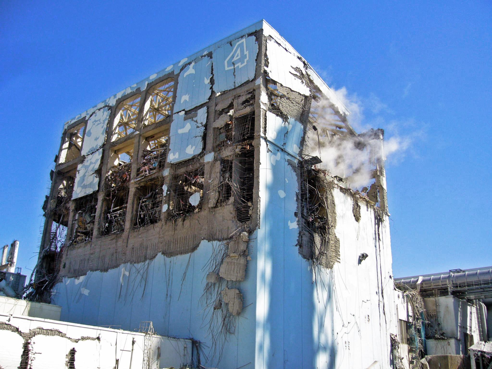 Fukushima-Daiichi-Unit-4-March-18th-2011-1014-1-Enformable.jpg