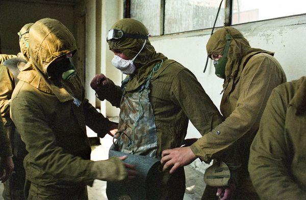 chernobyl-25th-anniversary-liquidators-firefighters-suiting-up_35077_600x450.jpg