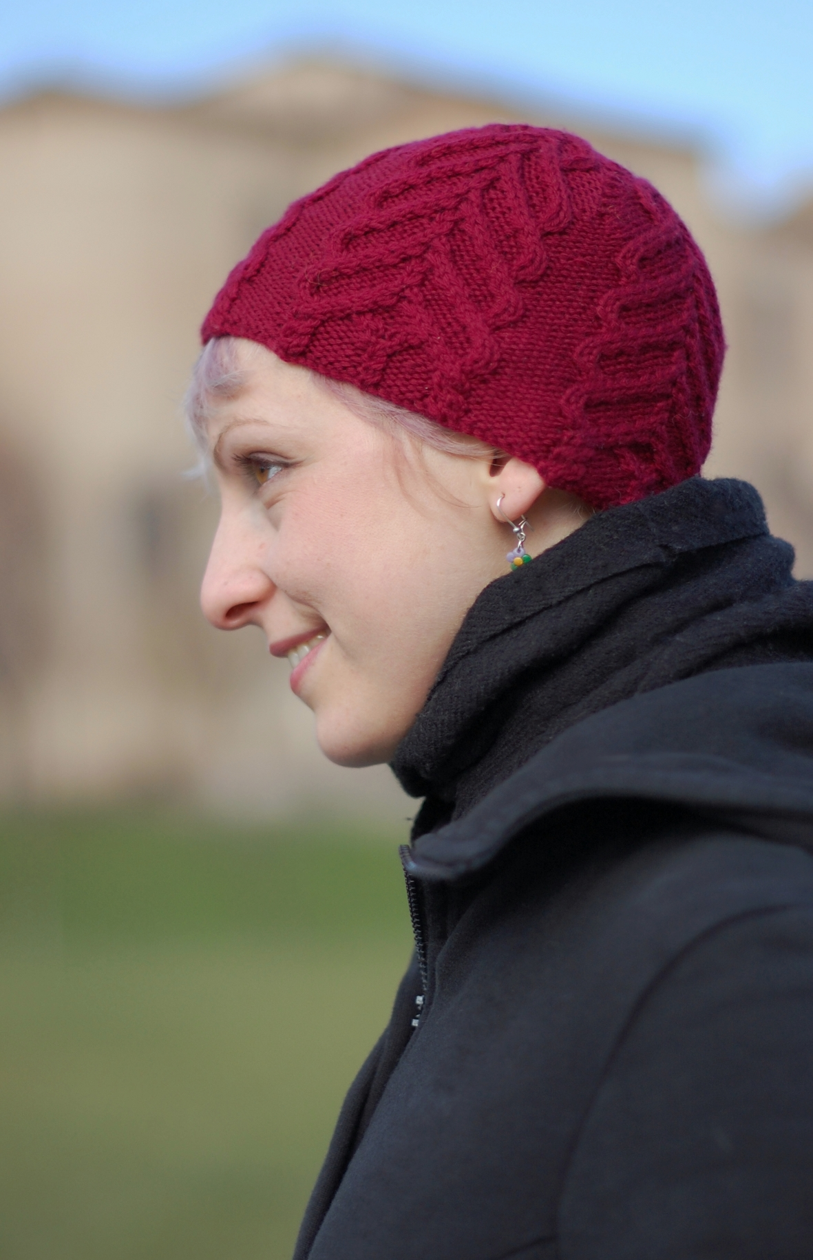 Freccia cabled cap knitting pattern