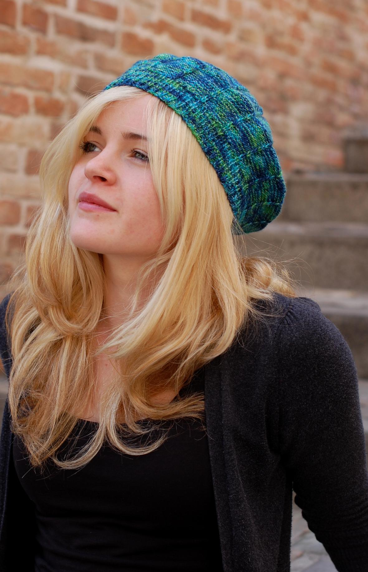 Radial variegated beret knitting pattern