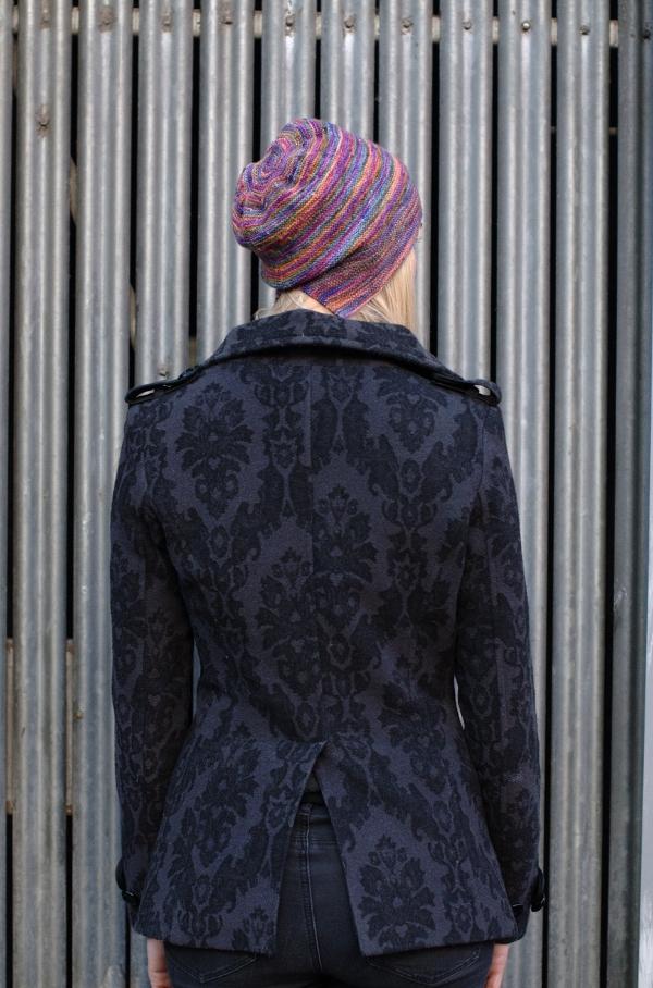 Risalire slouchy bonnet knitting pattern