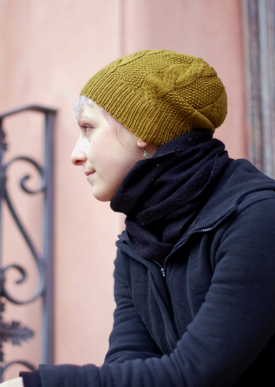 Slable slouchy cable Hat knitting pattern