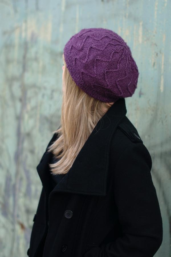 Traversa zigzag beret knitting pattern