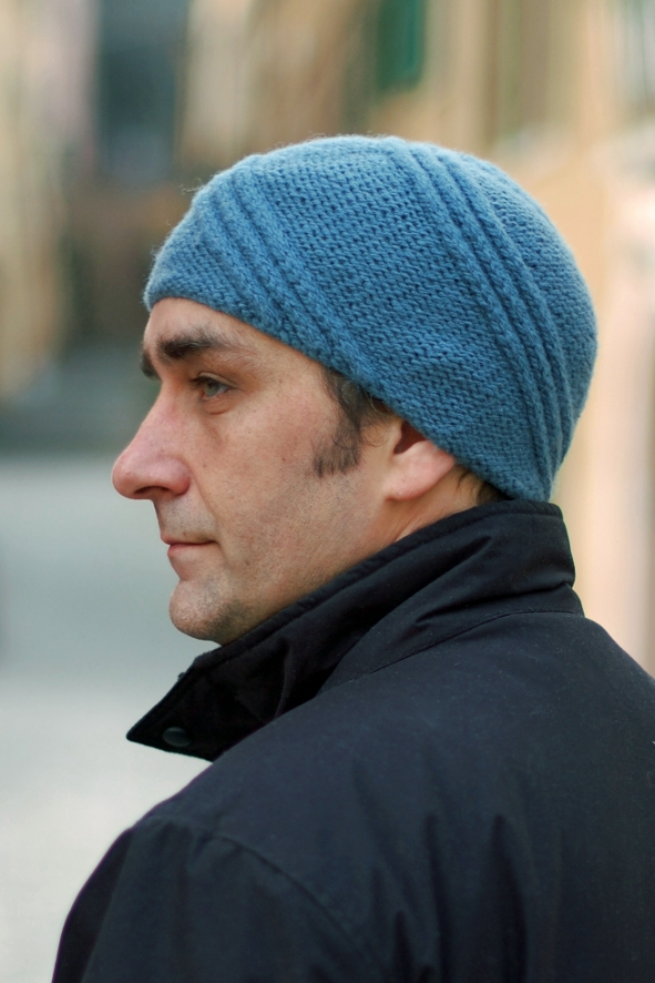 Turbine spiral cable beanie knitting pattern