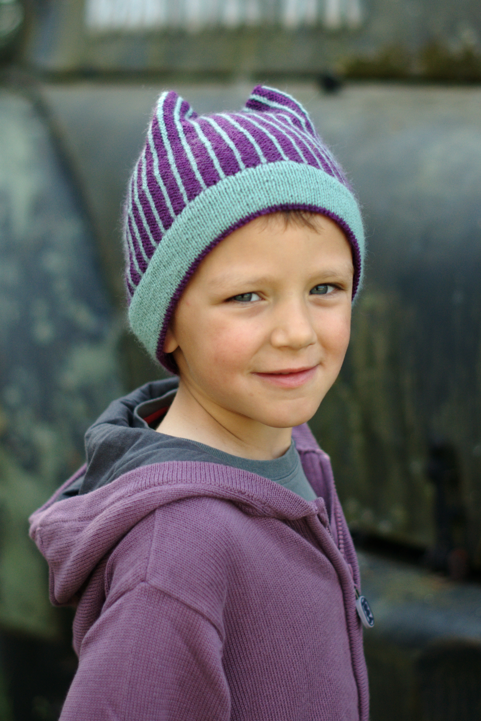 Mercury stranded pinstripe beanie knitting pattern for kids