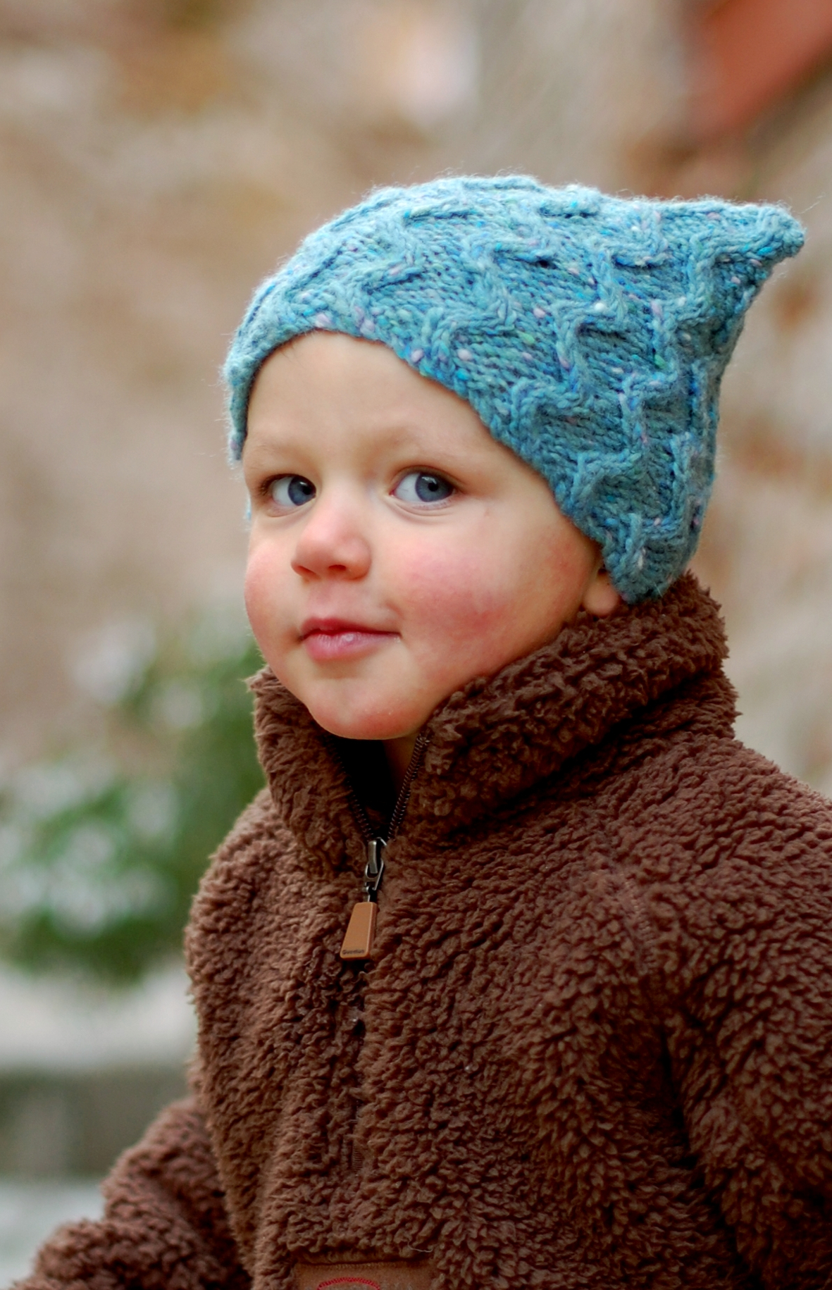 Tinker cabled cap knitting pattern for kids