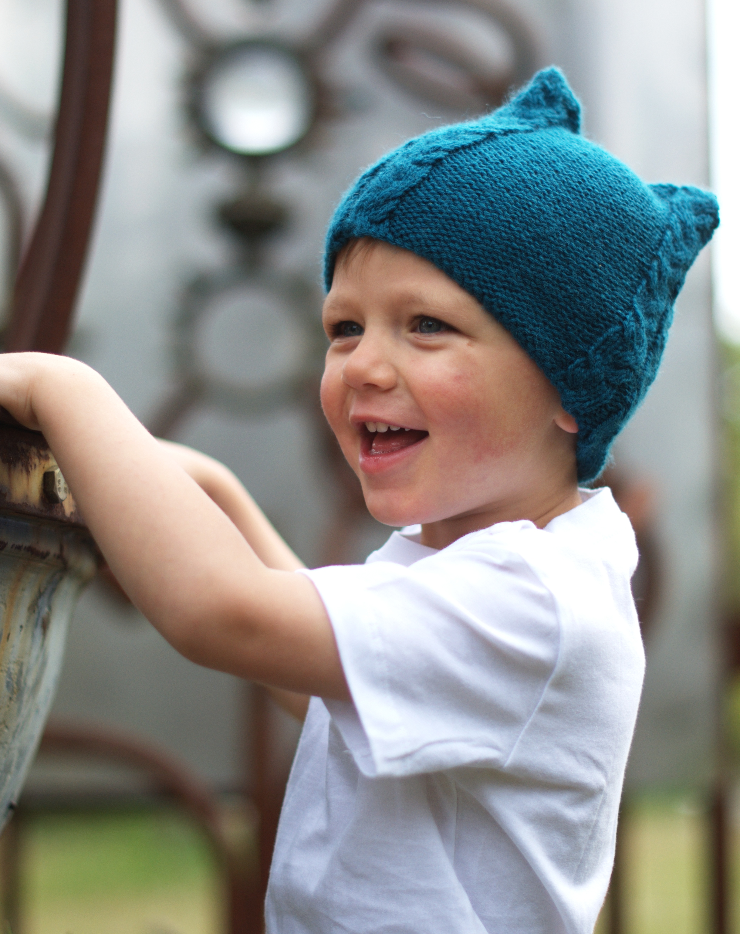 Tricable childs cable Hat knitting pattern