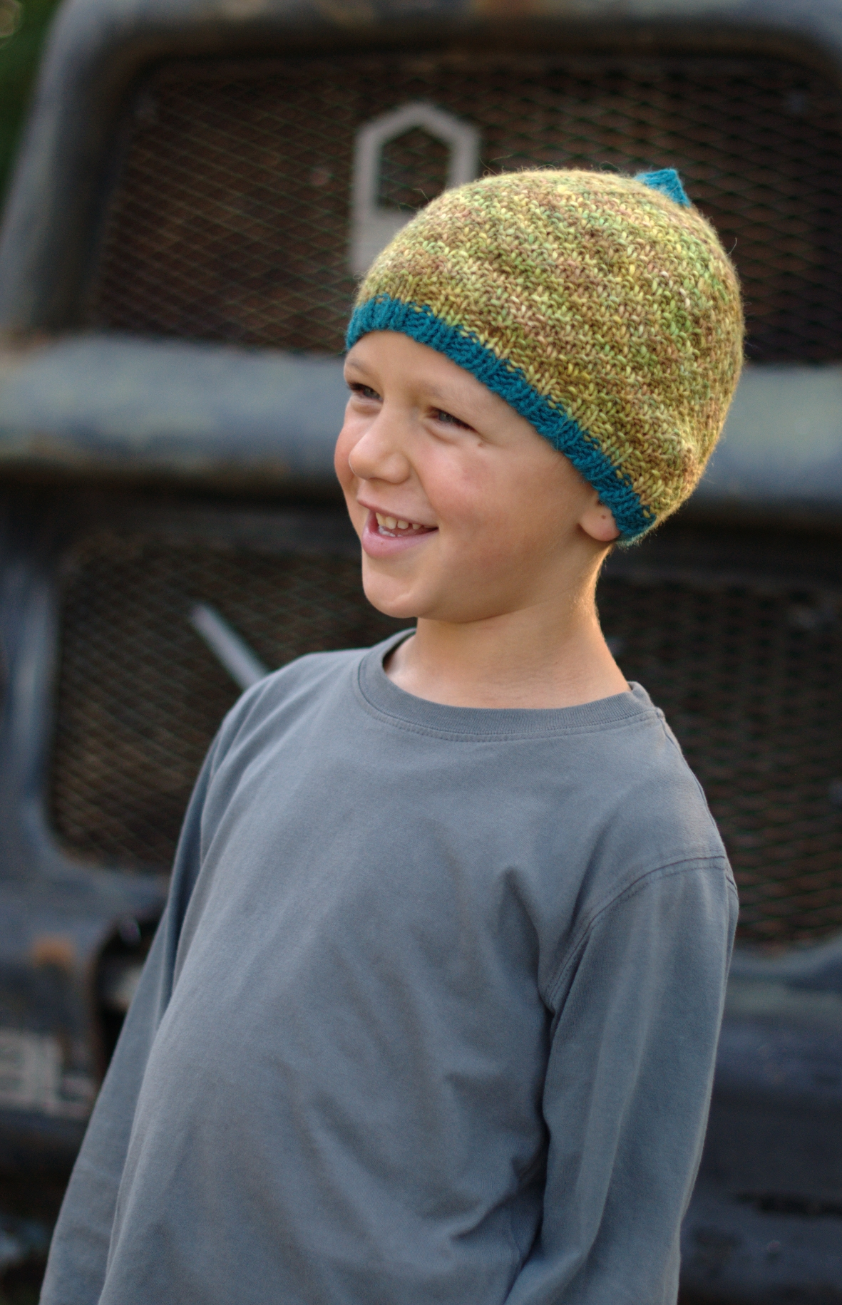 Forest Imp texture beanie knitting pattern for variegated yarn