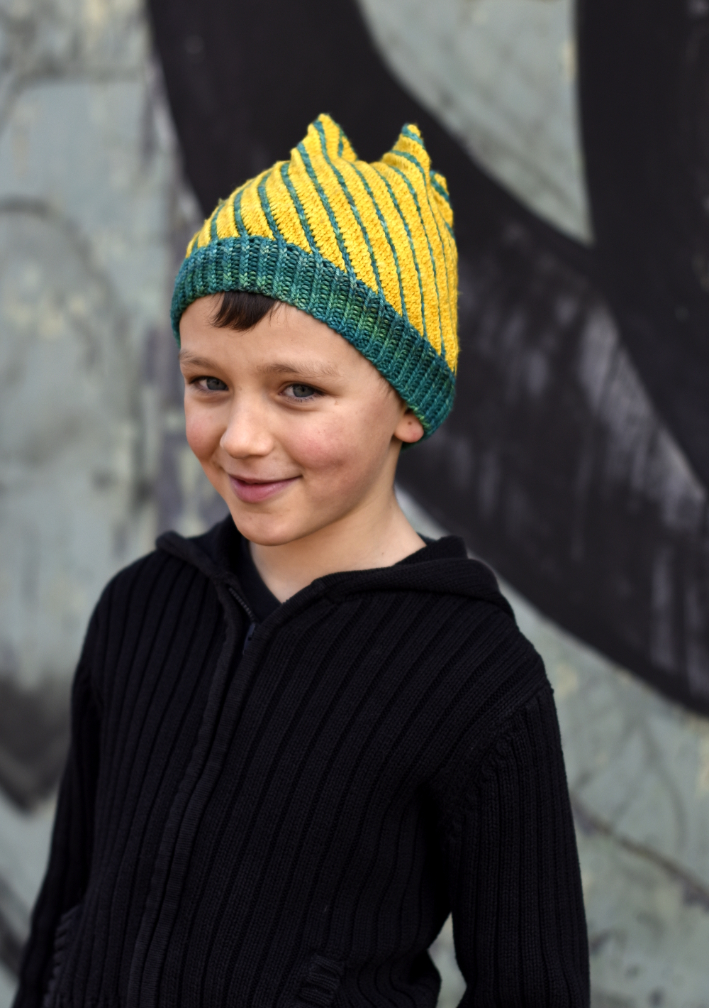 Torsione hand knitting pattern for structured spiral Hat