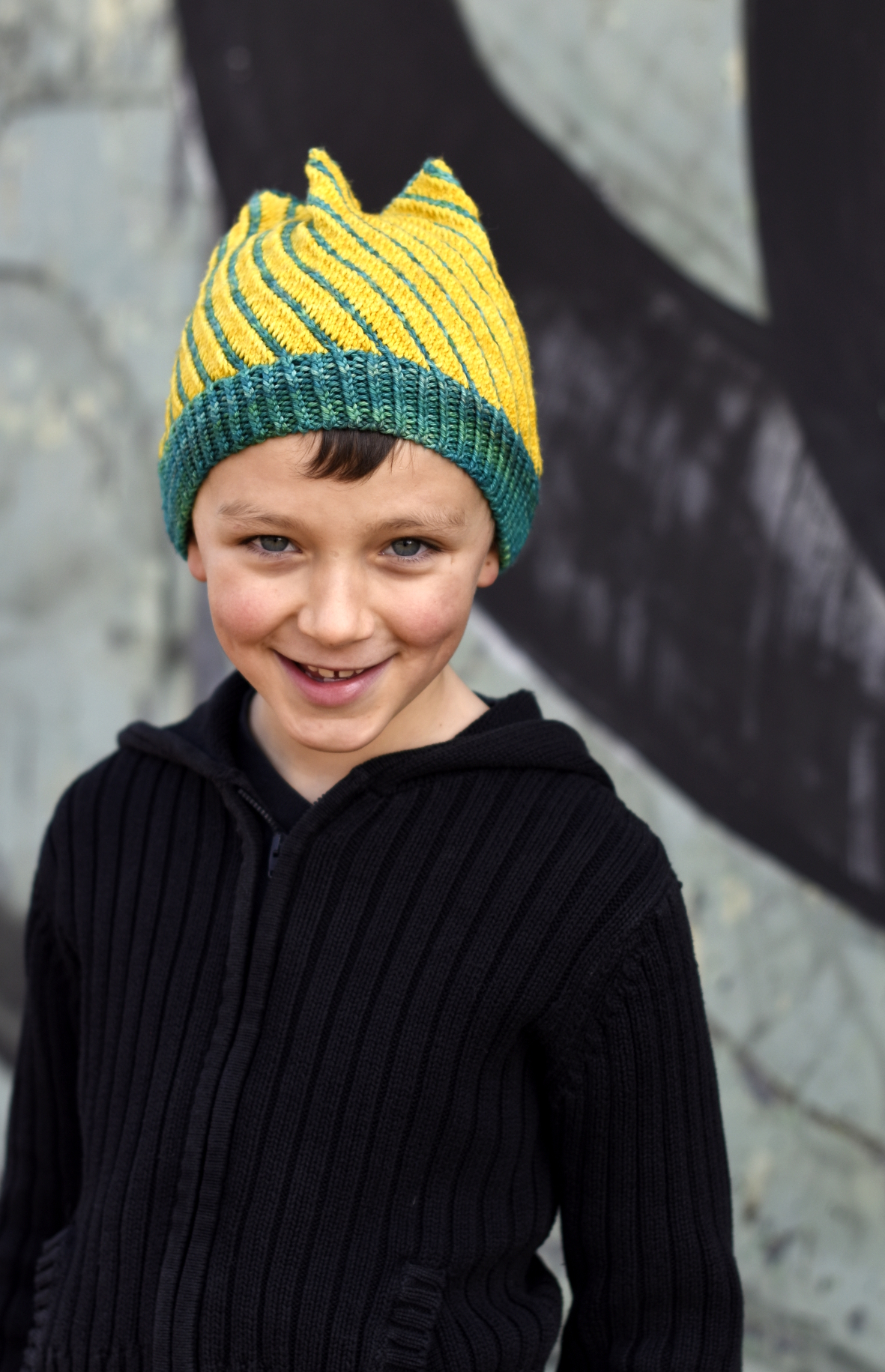 Torsione hand knitting pattern for stranded bias knit colourwork hat