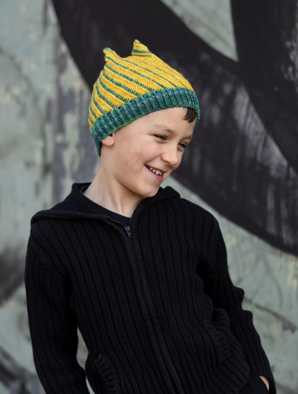 Torsione bia knit colourwork Hat knitting pattern