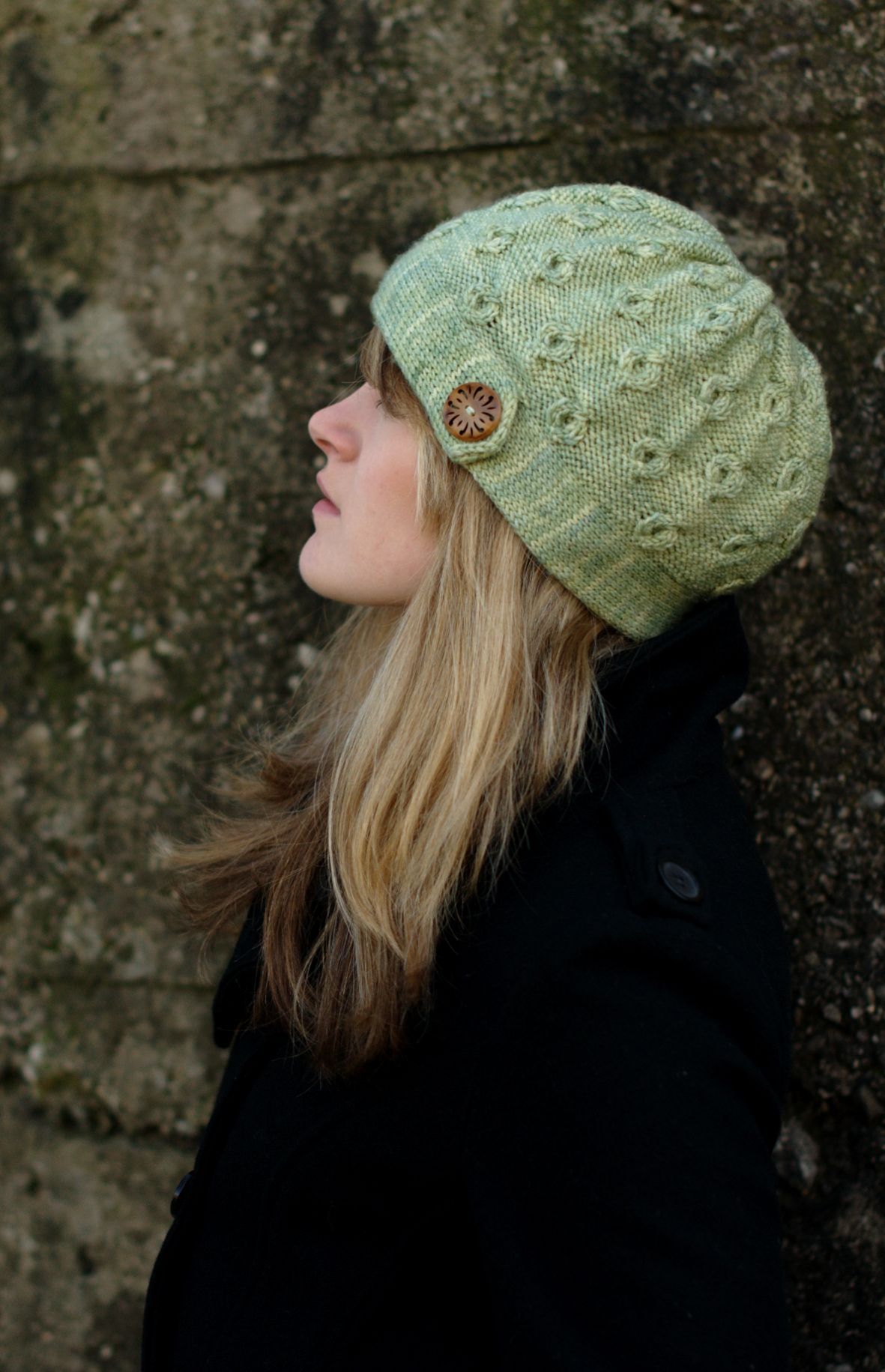 Encircle cabled cloche hand knitting pattern