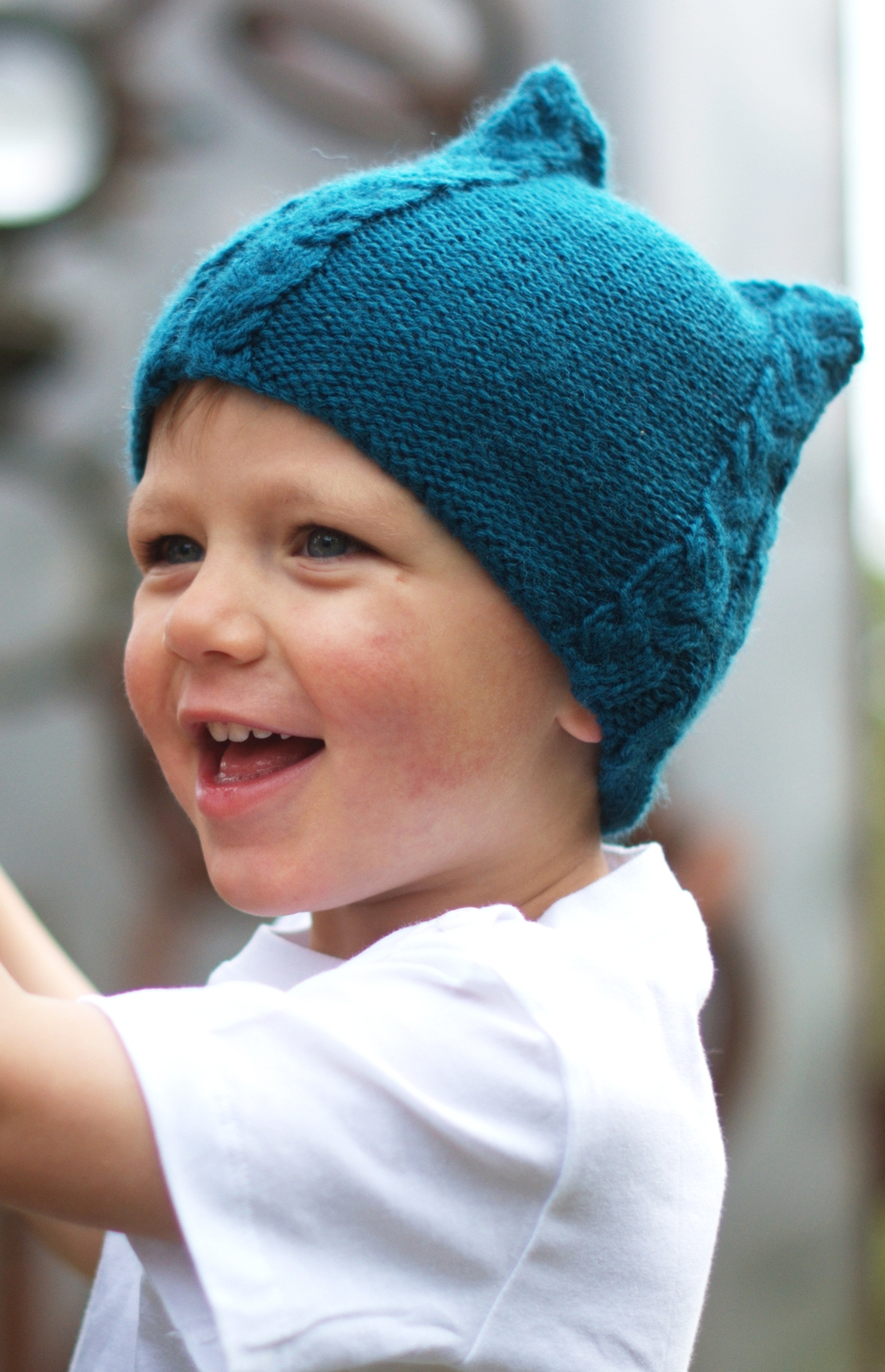 Tricable cabled Hat hand knitting pattern