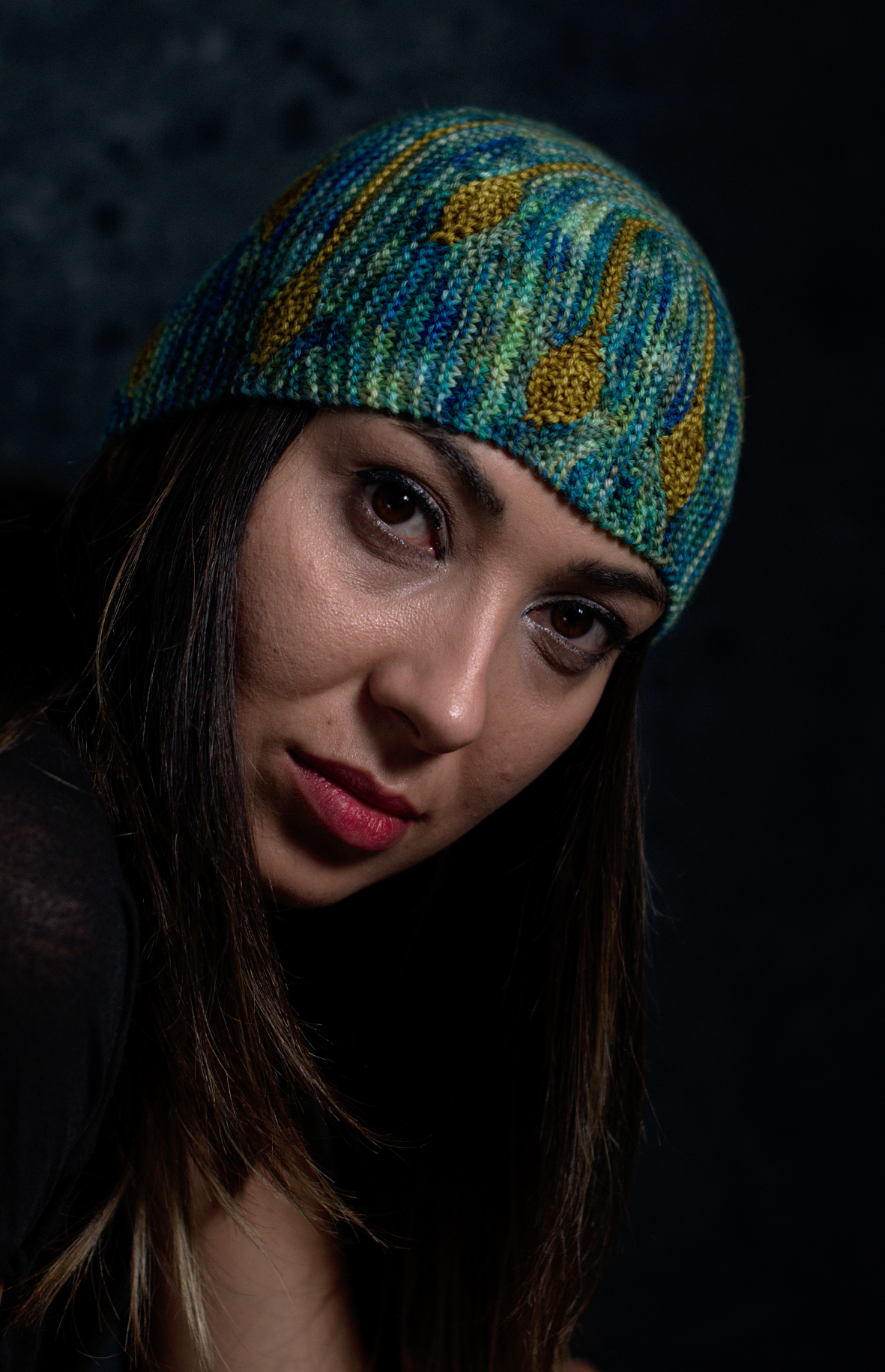 Bilateral sideways knit short row colourwork hat hand knitting pattern