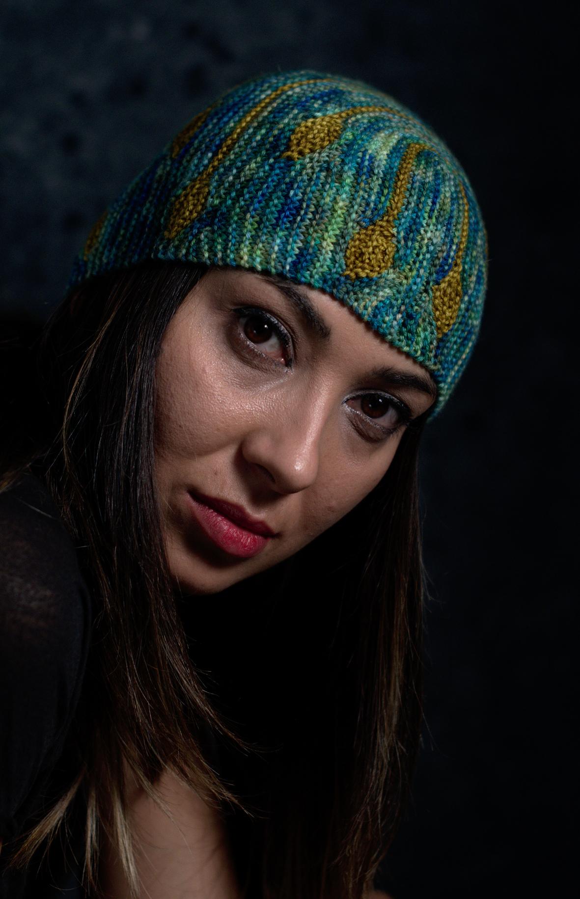 Bilateral sideways knit short row colourwork hat hand knitting pattern