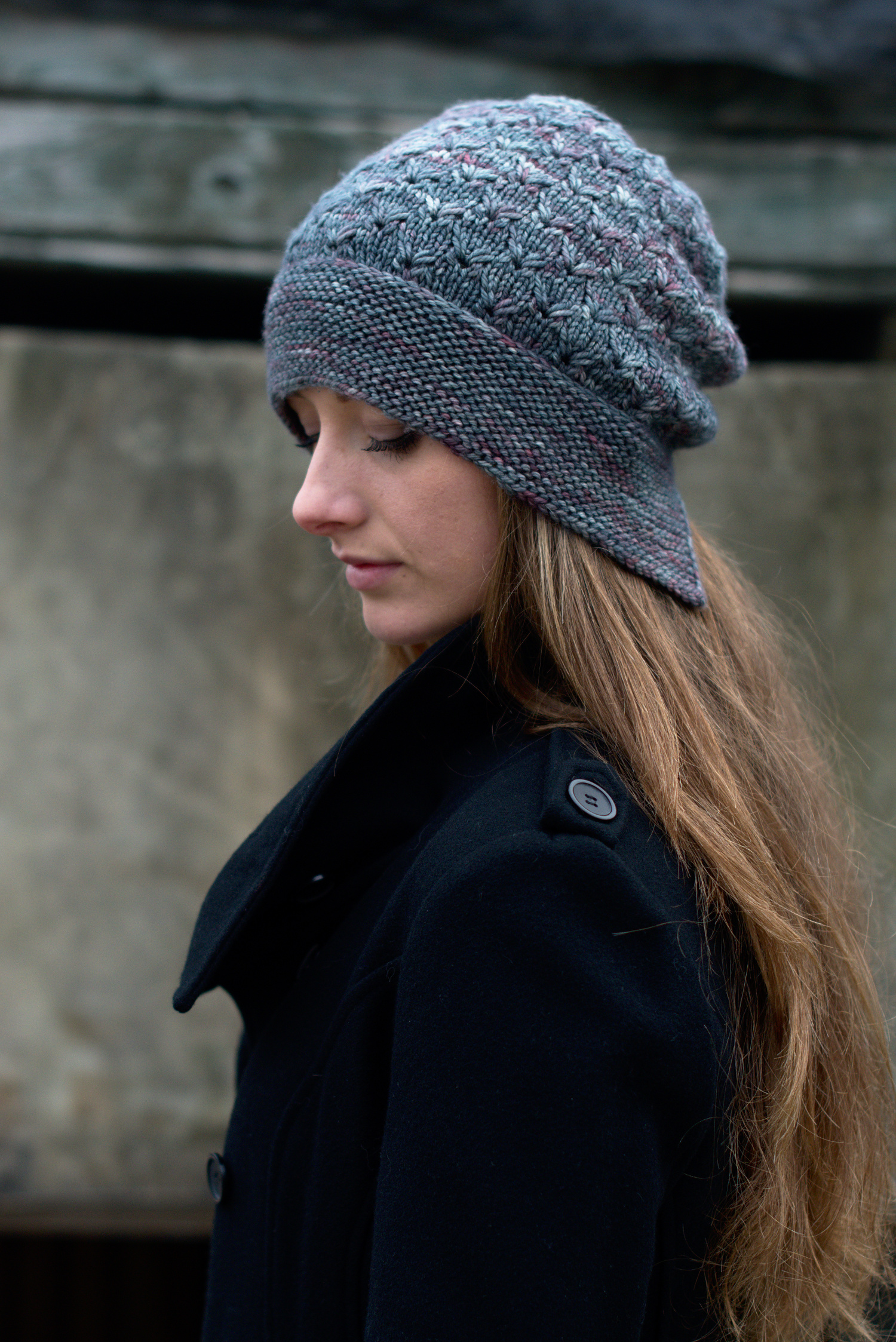 Lifted slouchy bonnet hat hand knitting pattern for worsted weight yarn