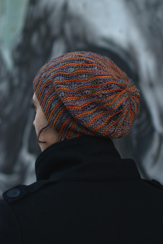 Laminard reversible sideways knit slouchy hat in two colours for dk yarn