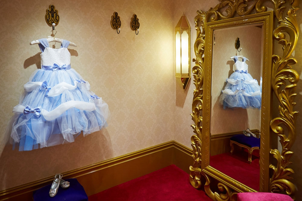 Propability-_-Specialist-Fixtures-_-Shop-Fittings-and-design_-Visual-Merchandise-Solutions-_-Secondary-shop-fittings-_-Bibbidy-Bobbidy-Boutique-Harrods,-dressing-room,-cinderella.jpg