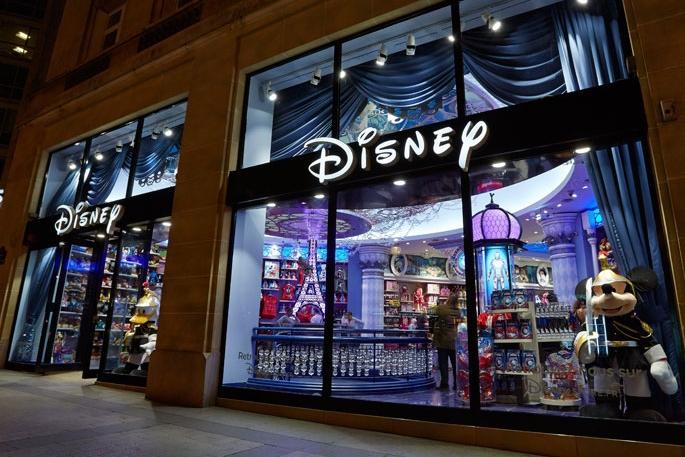 Propability-_Store-Development-_-Shop-fixtures-and-fittings-Visual-Merchandise-Creative-Design-_-Build-&-Manufacture-_-Installation-_-Disney-Store-Paris-_-final-window.jpg