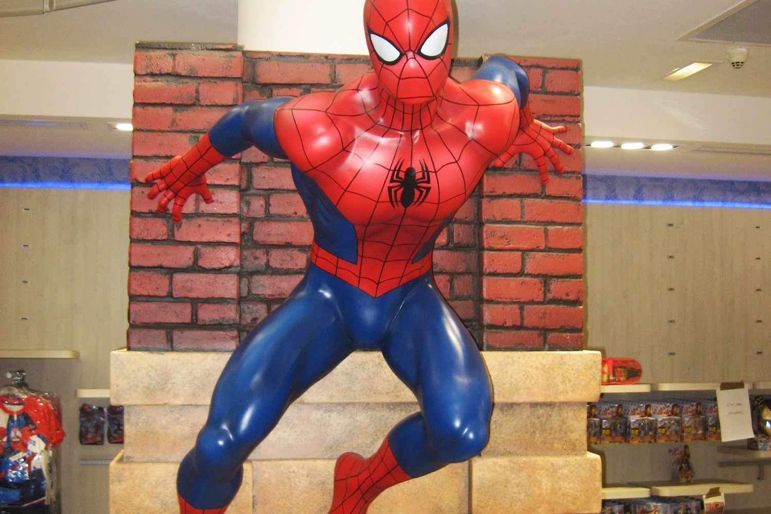 Propability-_Store-Development_Shop-fixtures-and-fittings_Visual-Merchandise-and-Display-Solutions-_-Creative-Design-_-Installation-_-Disney-Store-Paris-_-Spiderman-instiliation.jpg