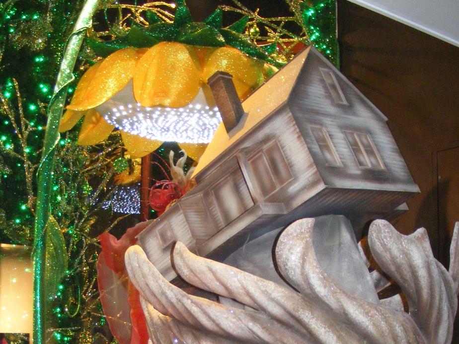 Wizard-of-Oz-Christmas-Windows-Harrods-Visual-Merchandising-Windows-Displays