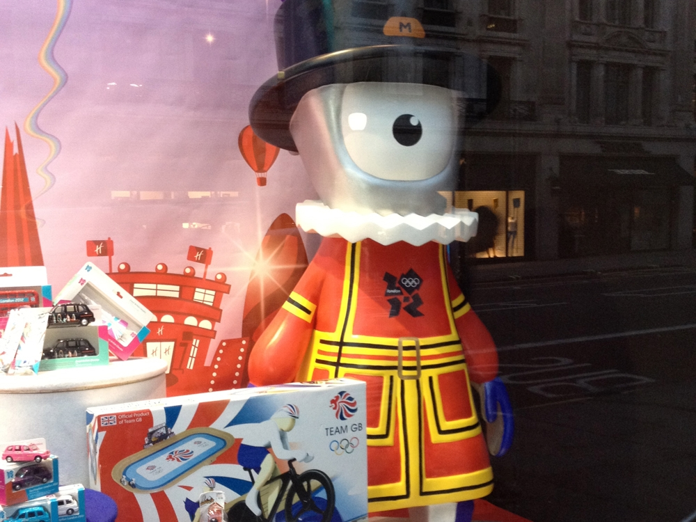 London-Olympics-2012-Hamleys-Visual-Merchandising-Events-&-Promotions-6.jpg