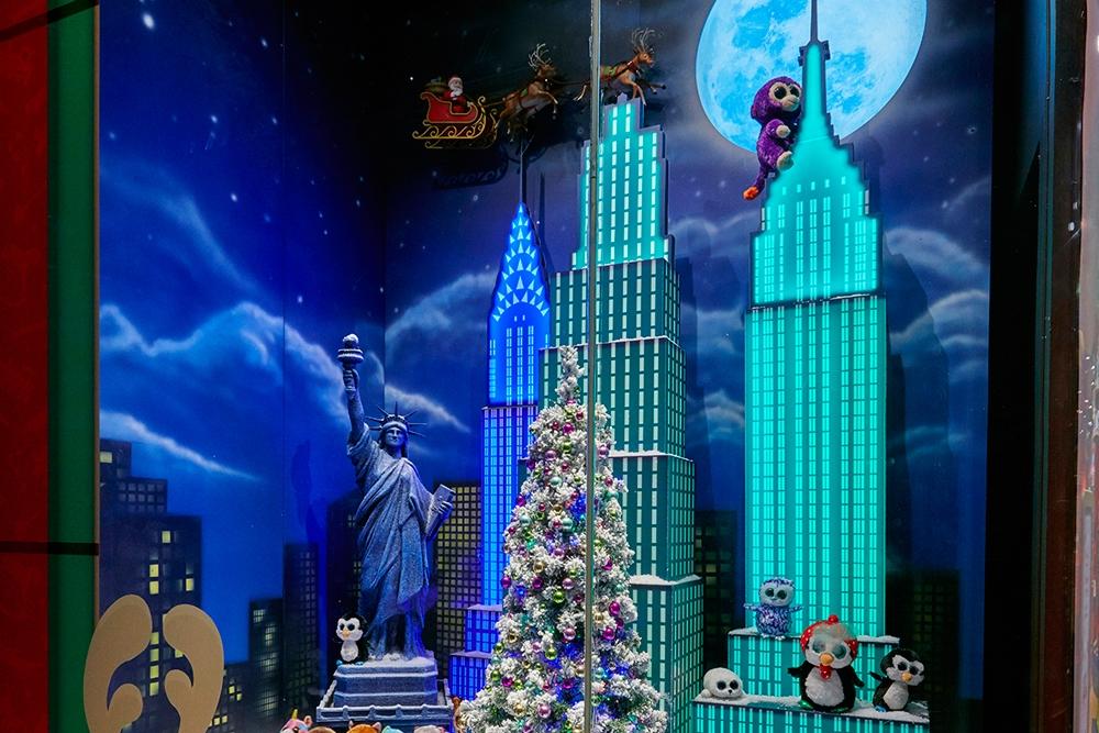 Propability,-Hamleys-Christmas,-Events-&-Promotions,-Moscow-Skyline2.jpg