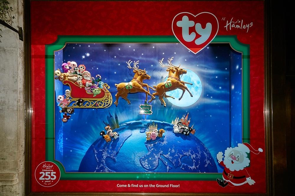 Propability,-Hamleys-Christmas,-Events-&-Promotions,-Over-the-World-Skyline4-.jpg