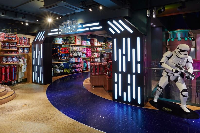 Star-Wars,-Disney-Store,-Oxford-Street,-Shop-Fittings,-Visual-Merchandising,-Props-&-Sculpts,-Storm-Trooper,-LED-Lit-Archway.jpg