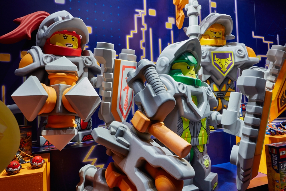 Propability,-Hamelys-Toy-Store,-Lego-Nexo-Knights,-Props-&-Sculpts1.jpg