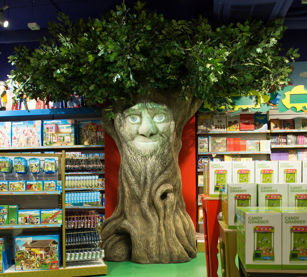 Propability,-Hamleys-Prague-Talking-Bilingual-Tree-with-projected-face-1.jpg