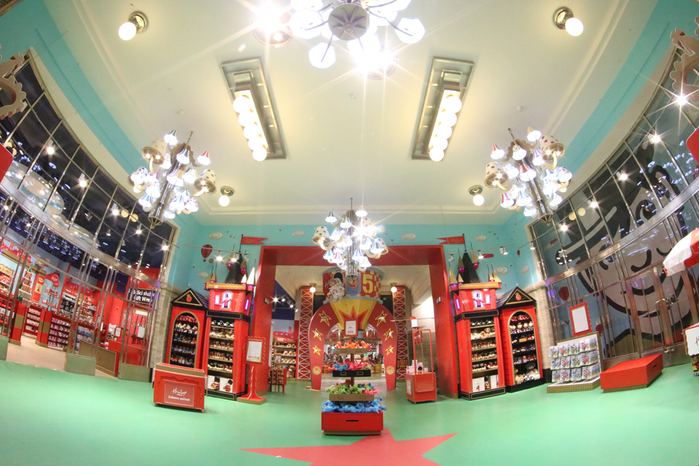 Propability,-Hamleys-Prague-Entrance-Featrues-and-Fixtures--.jpg