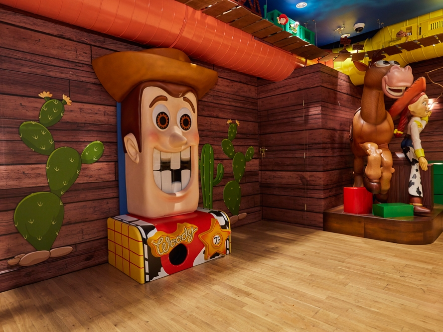 Harrods,-Disney-Cafe,-Toy-Story-Props,-Animated-Woody.jpg