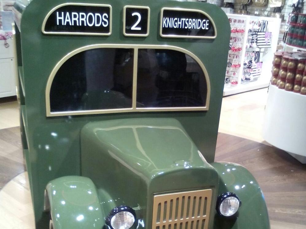 Harrods-truck,-prop,-fixture,-london-2.jpg