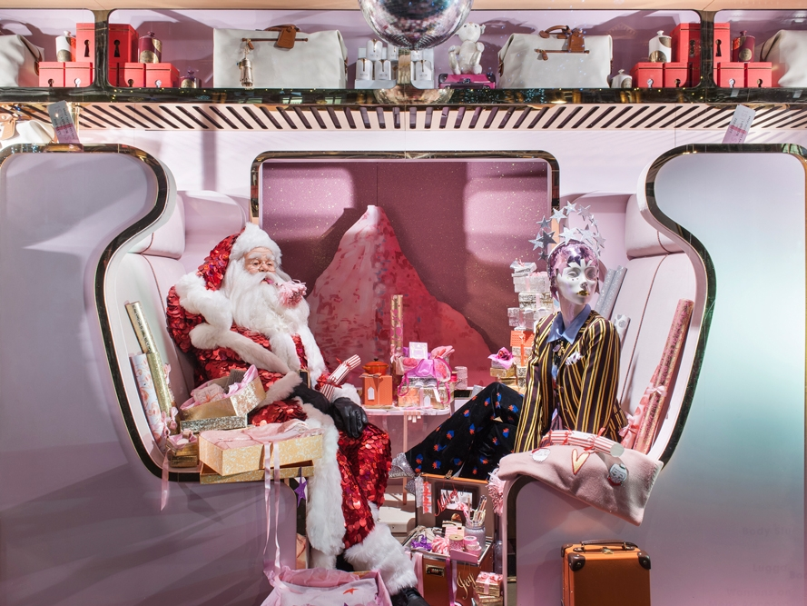 Propability,-Selfridges,Train-sculpt,-Christmas,-window-display-.jpg
