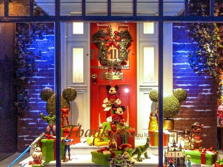 Propability,-Disney-Christmas-Door,-Sculpts,-Window-Display.jpg