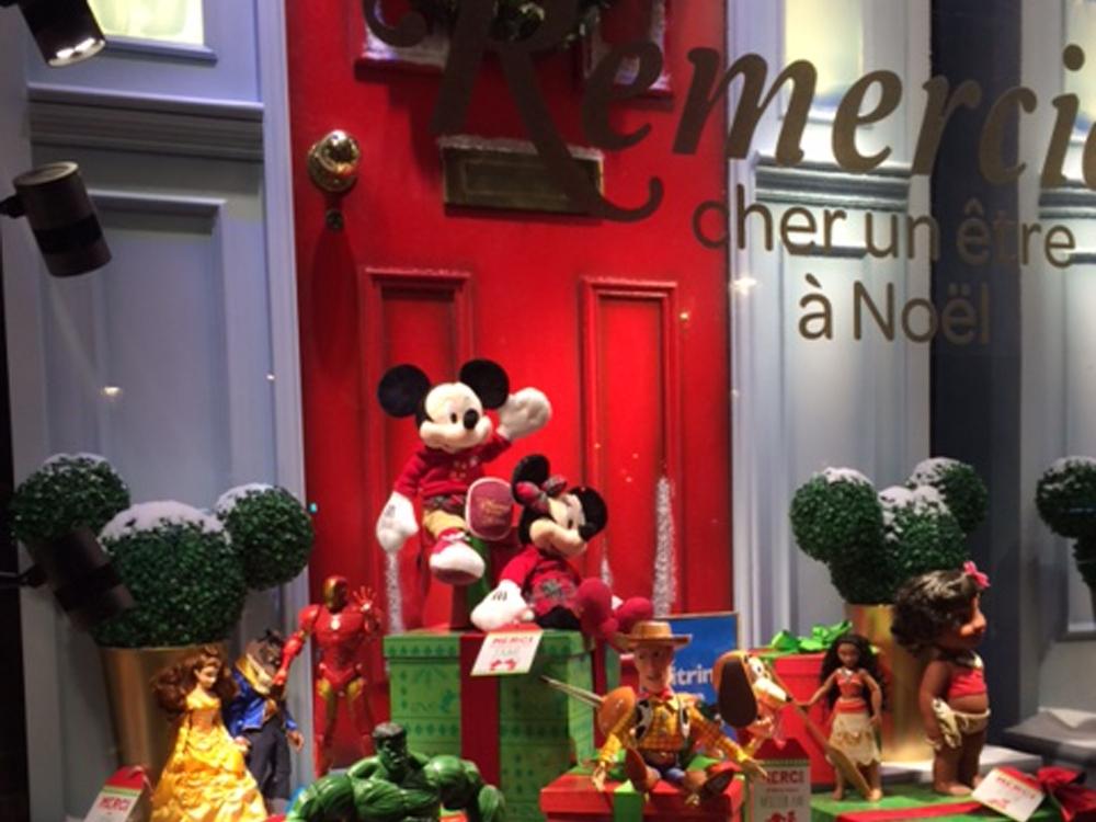 Propability,-Disney-Christmas-Door,-Sculpts,-Window-Display3.jpg