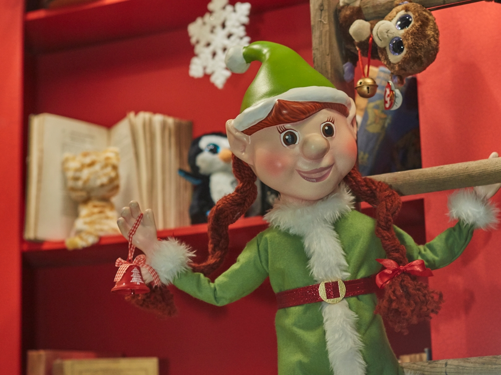 Propability,-Hamleys-Christmas-Window-Elf-Sculpt.jpg