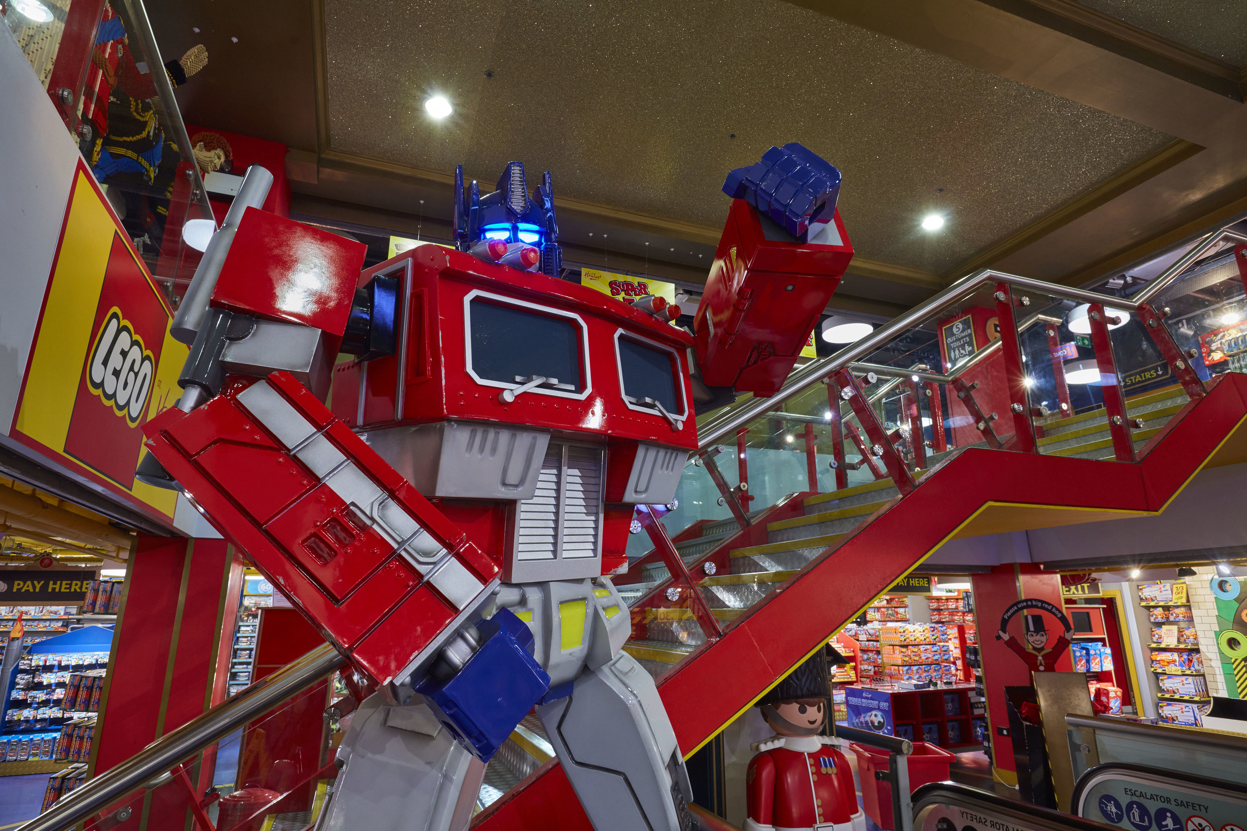 TRANSFORMERS THE LAST KNIGHT - HAMLEYS LONDON    June 2017