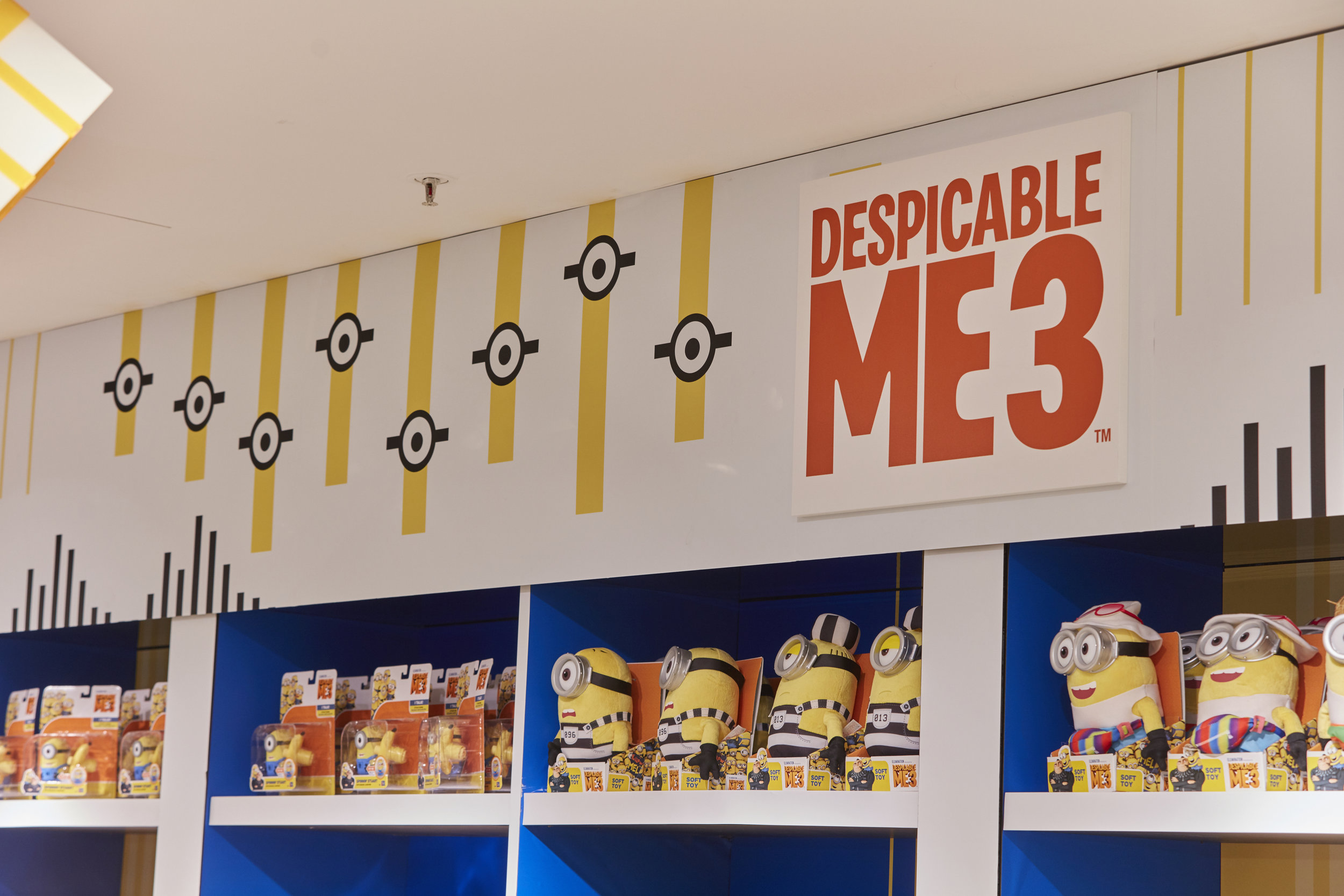 Propability, Oakwood, Despicable Me 3, Minions, Vinyl, Retail Design.jpg