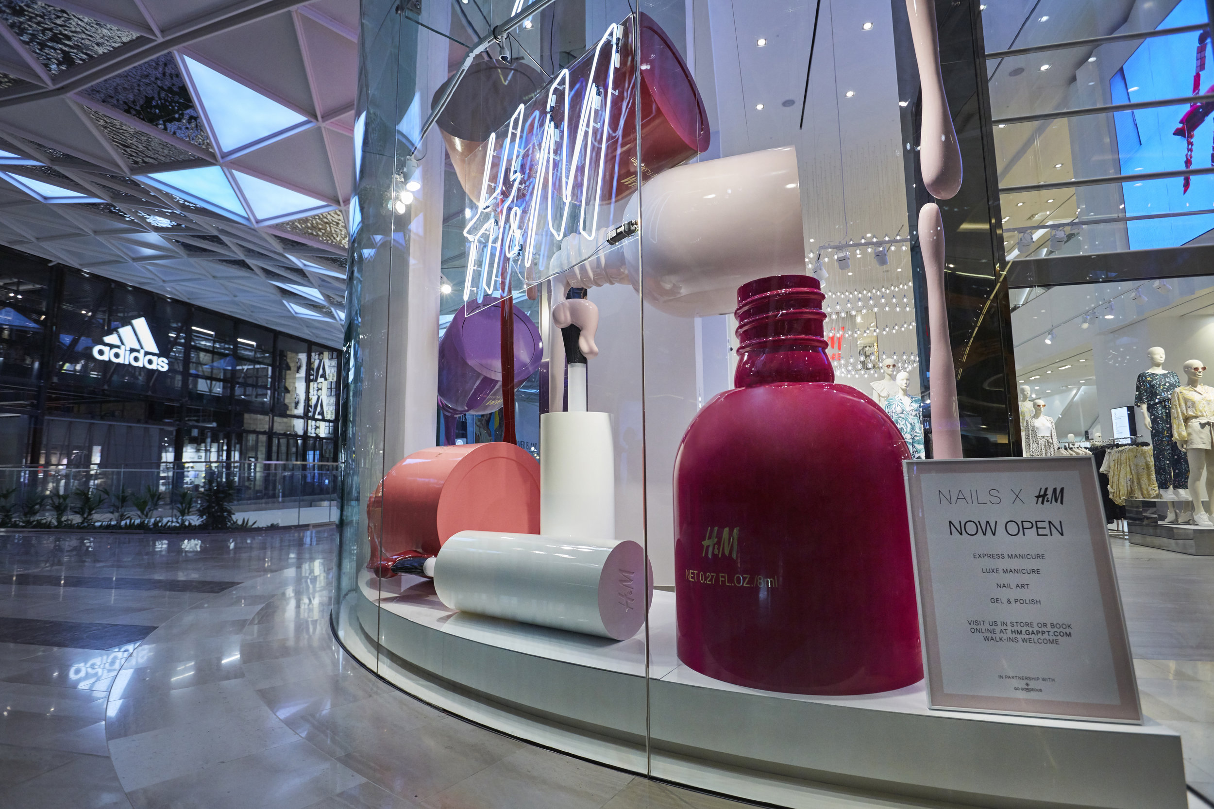 H&M, Propability Window, Giant Replicat Nail Vanish 3.jpg
