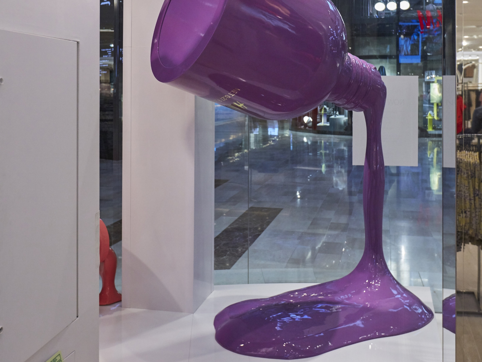 H&M, Propability Window, Giant Replicat Nail Vanish 4.jpg
